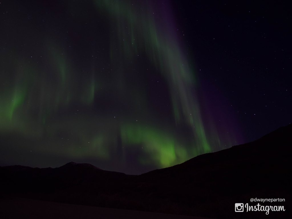 aurora_and_mountain_silhouette