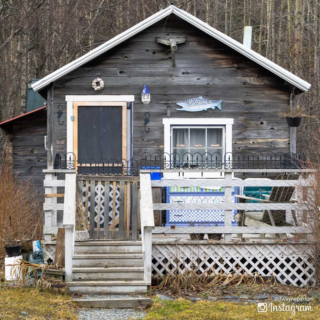 small_cabin_in_hope_alask